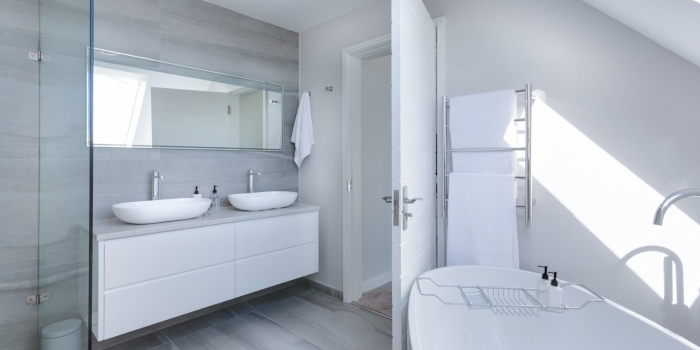 modern-minimalist-bathroom-3115450-1